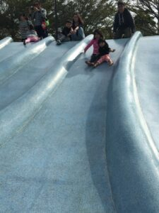 水泥溜滑梯